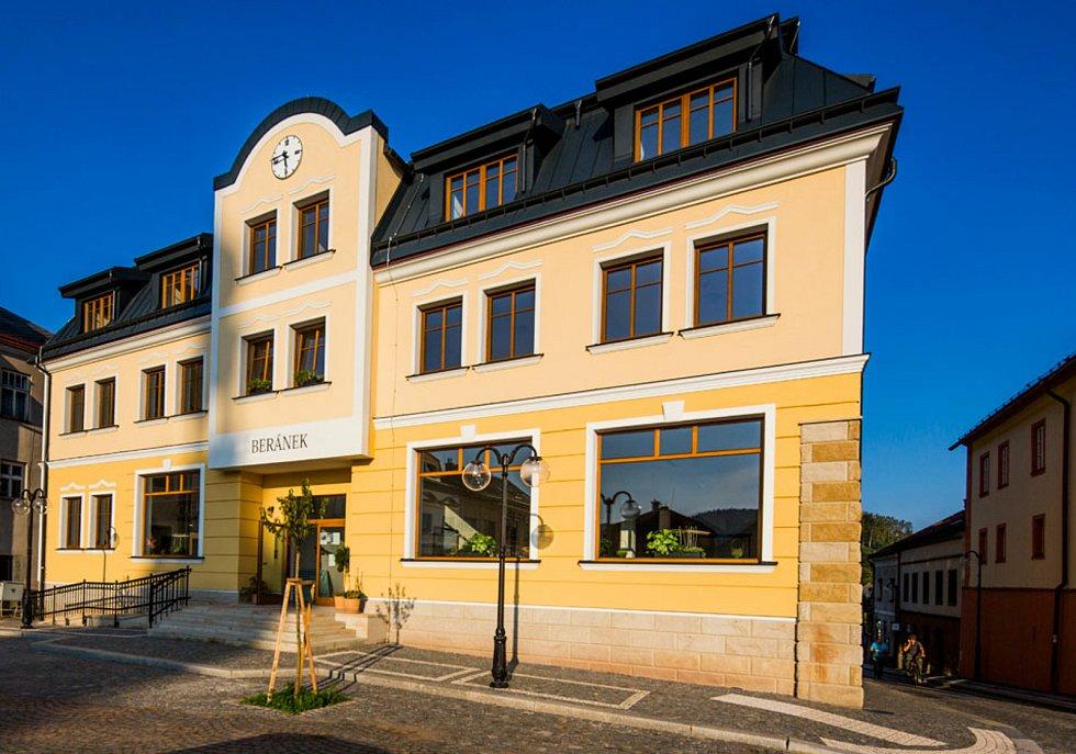 Senior dům Beránek v Úpici na náměstí T. G. Masaryka.