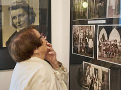 Divadlo v Trutnově stále oživují dobové fotografie v muzeu