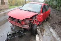Řidička pod vlivem alkoholu v Dolním Lánově zbourala plot a narazila do domu.