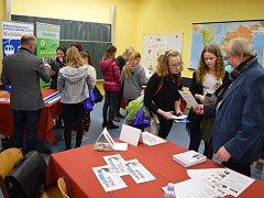 Na burze v Hostinném se představilo devatenáct středních škol