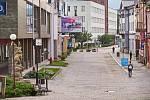 Současná podoba trutnovské pěší zóny v centru města. Její rekonstrukce začne 1. července.