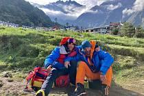 Horolezec Radoslav Groh z Vrchlabí (vlevo) zdolal s Markem Holečkem prvovýstupen 7129metrů vysoký vrchol Baruntse vcentrálním Himálaji. Při sestupu zažili obrovské drama.