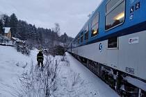 Během jízdy rychlíku začala hořet lokomotiva na železniční trati v Bohuslavicích u Trutnova.