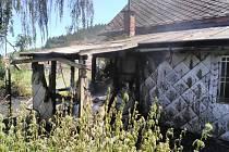 Za požár přístřešku v Kunčicích nad Labem mohlo pálení odpadu a větví.