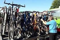 S KOLEM DO KRKONOŠ. Rovněž v letošním roce byla hojně využívaná přeprava cyklobusy. Využilo ji více než 35 tisíc návštěvníků nejvyšších českých hor.