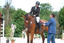 Vítězné jezdce v útulném jezdeckém areálu ve Svobodě nad Úpou dekoroval první náměstek hejtmana Královéhradeckého kraje Mgr. Martin Červíček, jenž akci navštívil na pozvání pořadatelů.