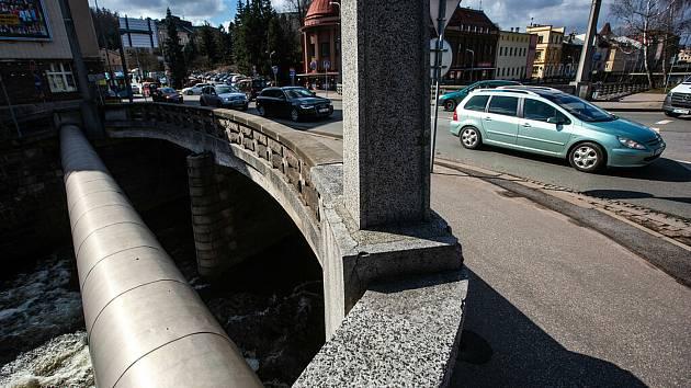 Špitálský most v Trutnově z roku 1950 ŘSD zbourá. Pod novou stavbou chce město vybudovat podchod.