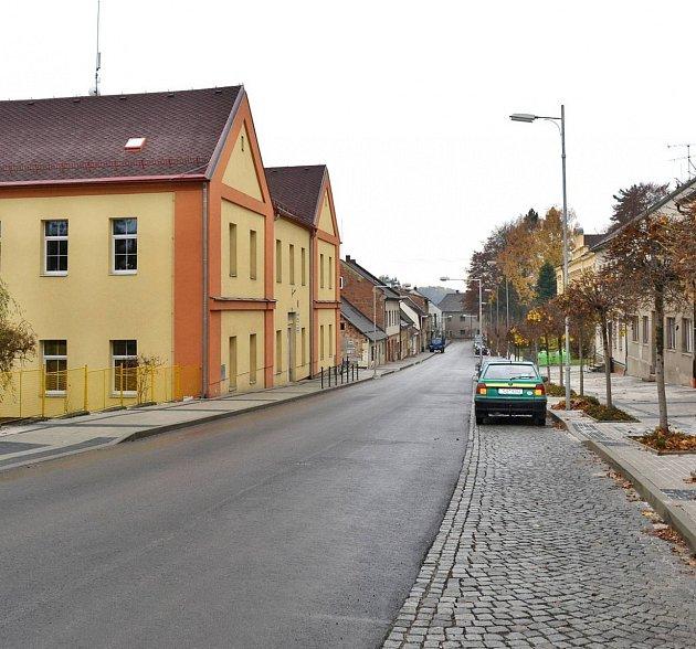 Revoluční ulice vRovensku.