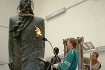 Čtyřmetrová bronzová socha míří do Arménie