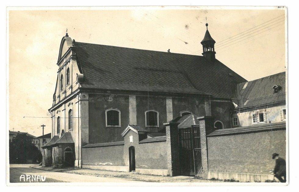 Klášterní kostel Neposkvrněného početí Panny Marie kolem roku 1925.