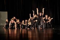Závěrečné vystoupení Dance Festivalu Trutnov ve společenském centru UFFO, 16.7. 2021