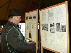HISTORII pilníkovských hasičů a myslivců v sobotu představila výstava ve stanu.