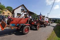 Libňatovem projela kolona traktorů.