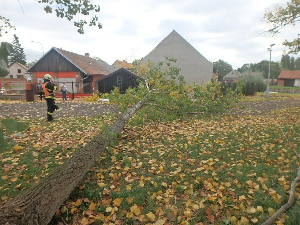 Mortimer řádil v regionu, v Zachřašťanech málem zničil stodolu.
