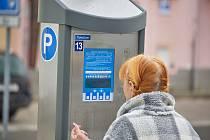 Trutnov vyměňuje parkovací automaty ve městě.