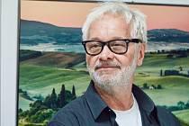 Výstavu Od Sahary po Himaláj v Trutnově slavnostně zahájil uznávaný reklamní a módní fotograf Robert Vano.