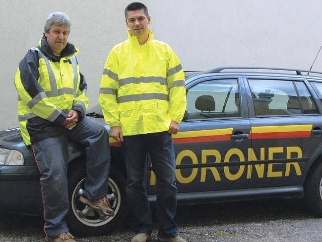 Zprava majitel koronerské společnosti Ing. David Tuček s jedním z  trutnovských řidičů Miroslavem Bažantem.