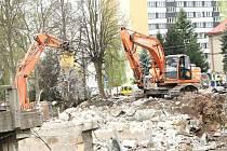 NA KONCI dubna se stroje zahryzly do vrchlabského mostu.