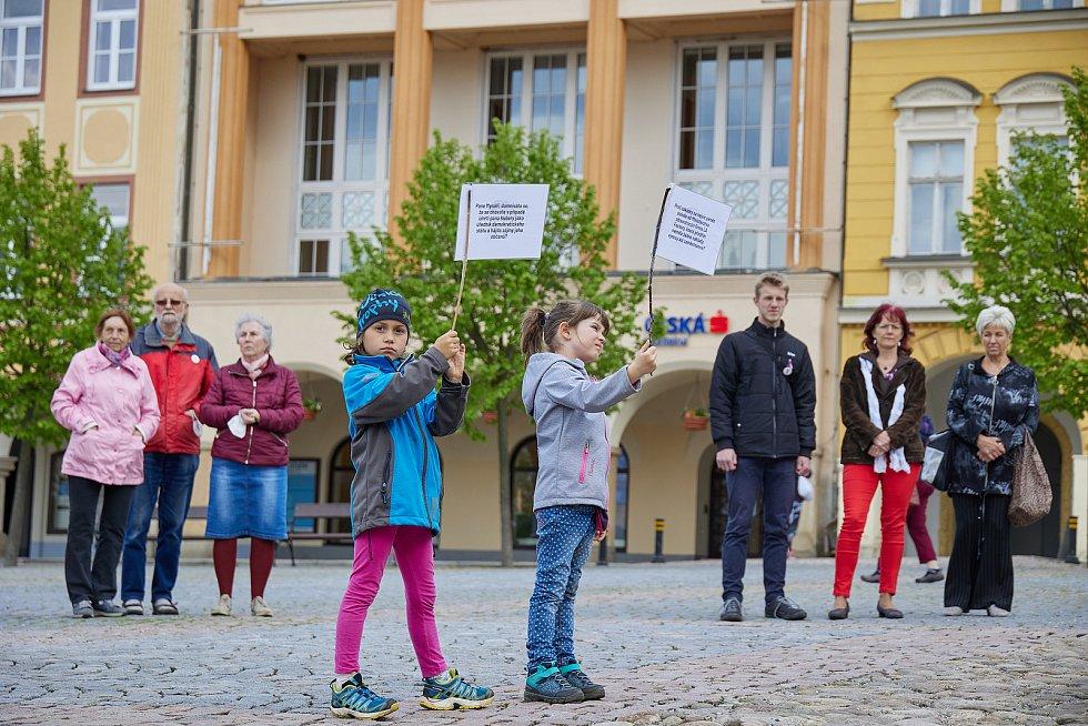 Čtvrteční demonstrace Milionu chvilek pro demokracii v Trutnově.