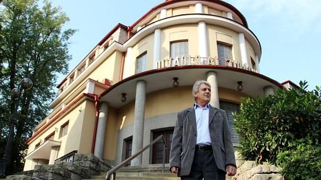 DIVADLO ALOISE JIRÁSKA je jednou z budov, které chce mít do června 2018 Úpice opravené. Investice do kultury starosta města Radim Fryčka odhaduje na 50 milionů korun.