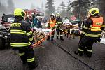 Cvičení složek IZS v Krkonoších - simulovaná nehoda autobusu.