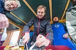 V Markoušovicích se konalo první mistrovství ve smažení řízků.