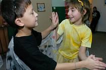 Dětský domov ve Vrchlabí pořádá každý rok vánoční besídku. Děti si nacvičují program už během prosince.