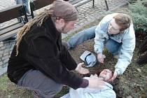 Test pomoci při epileptickém záchvatu.