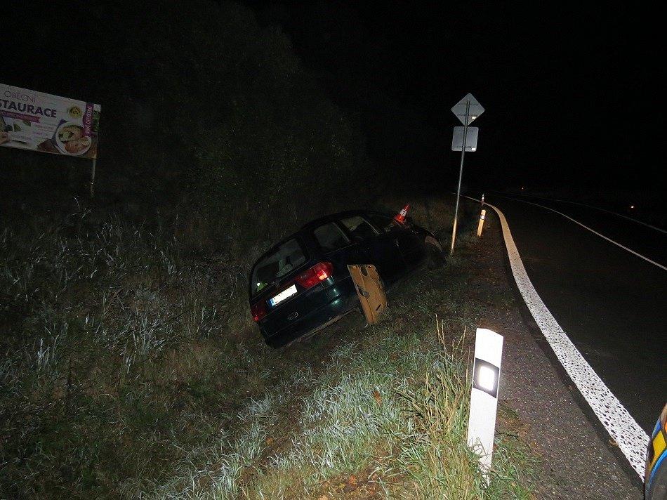 Bouračka v Chotěvicích. Řidič byl opilý.