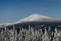 Sníh na hřebenech Krkonoš. Ilustrační foto.