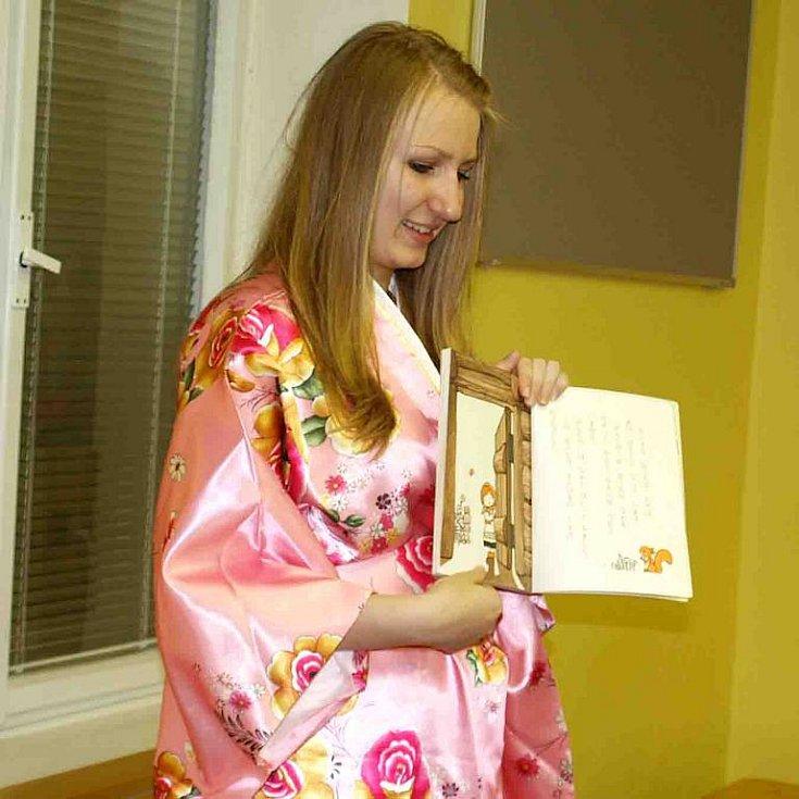 Asijská noc v knihovně Slavoj ve Dvoře Králové - japonská knížka