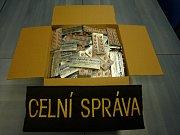 Celníci našli v autě léky s pseudoefedrinem a pervitin.