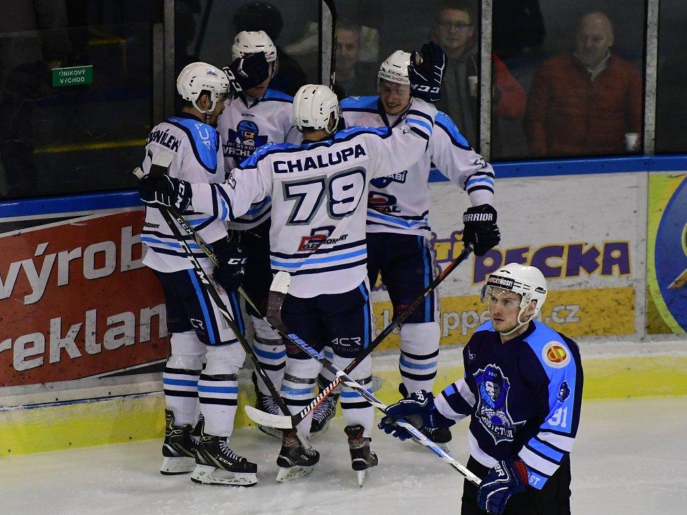 Vrchlabští hokejisté na domácím ledě přehráli Mostecké Lvy výsledkem 6:2. S diváky se po utkání loučil Tomáš Rolinek, jenž se vrací do pardubického Dynama.