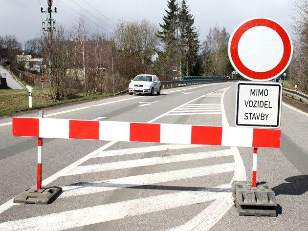 Oprava mostu nutí řidiče využívat objížďku