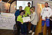 Nadační fond KlaPeto rozdal šeky patnácti hendikepovaným dětem