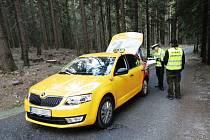 Řidič taxi při pokusu dojet na Výrovku
