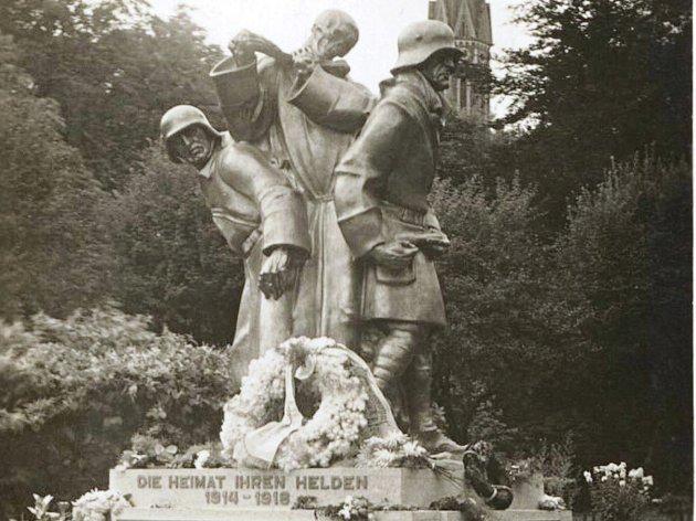 Původní socha Emila Schwantnera.