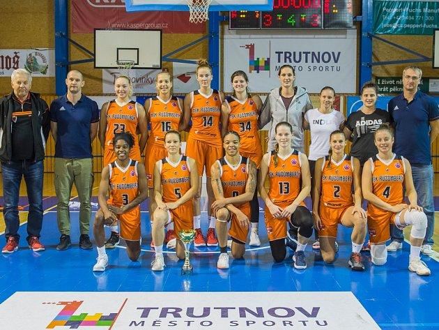Vítězný tým 19. ročníku mezinárodního turnaje basketbalistek O pohár města Trutnova MBK Ružomberok.