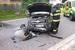 Při srážce dvou aut zůstali zraněni čtyři lidé.