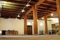 BÝVALÝ PIVOVAR v Jilemnici dnes slouží výstavním účelům. Oblíbený je prostor historicky cenného sálu.