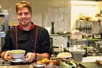 Hotelům ve Špindlerově Mlýně schází na začátku prázdnin kuchaři.