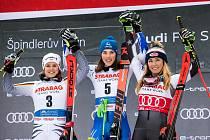 Slovenka Petra Vlhová vyhrála obří slalom ve Špindlu. Druhá byla Němka Viktoria Rebensburgová, třetí Američanka Mikaeala Shiffrinová.