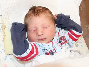 MIKULÁŠ MACHÁČEK se narodil 18. dubna v 7.19 hodin Lucii Bidlákové a Davidu Macháčkovi. Vážil 3,54 kg a měřil 51 cm. Rodina bude bydle ve Dvoře Králové.