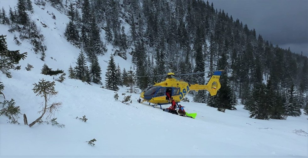 Zásah Horské služby u nedělní spadlé laviny v Krkonoších