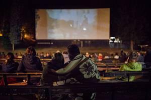 Letní kino na trutnovském Bojišti.