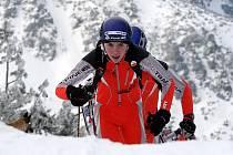 NADĚJNÝ SKIALPINISTA Dominik Sádlo (vpředu) zvítězil v kategorii kadetů. Mezi juniorkami se radovala Petra Volfová.