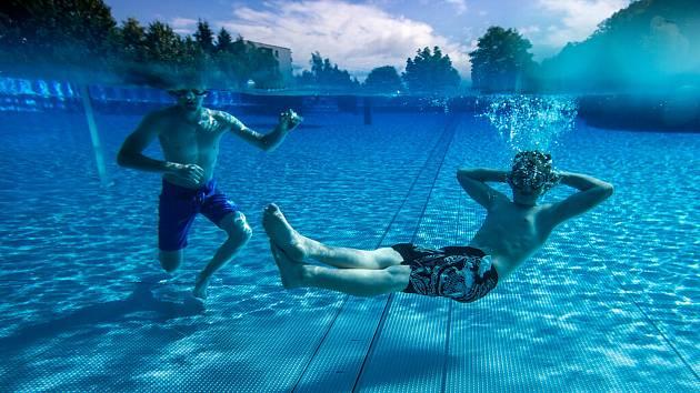 Letní koupaliště v Trutnově bylo otevřené po rozsáhlé roční rekonstrukci 30. června 2020.