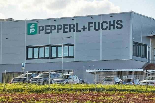 Společnost Pepperl+Fuchs Manufacturing zahájila výrobu senzorů pro průmyslovou automatizaci vnovém výrobním závodě vTrutnově, který vybudovala vzóně Krkonošská uvýpadovky na hory.