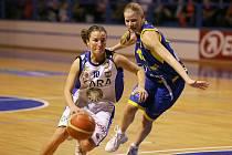 Darina Mišurová (vlevo).