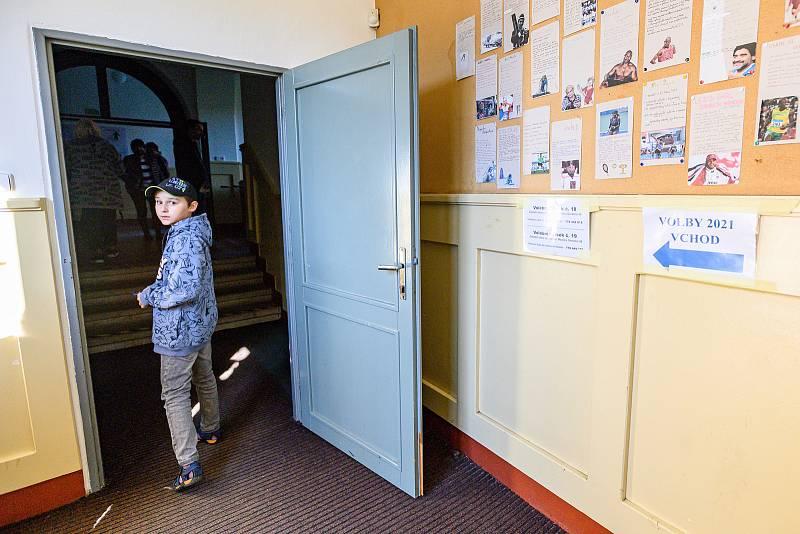 V Trutnově začaly v pátek ve 14 hodin volby do Poslanecké sněmovny.